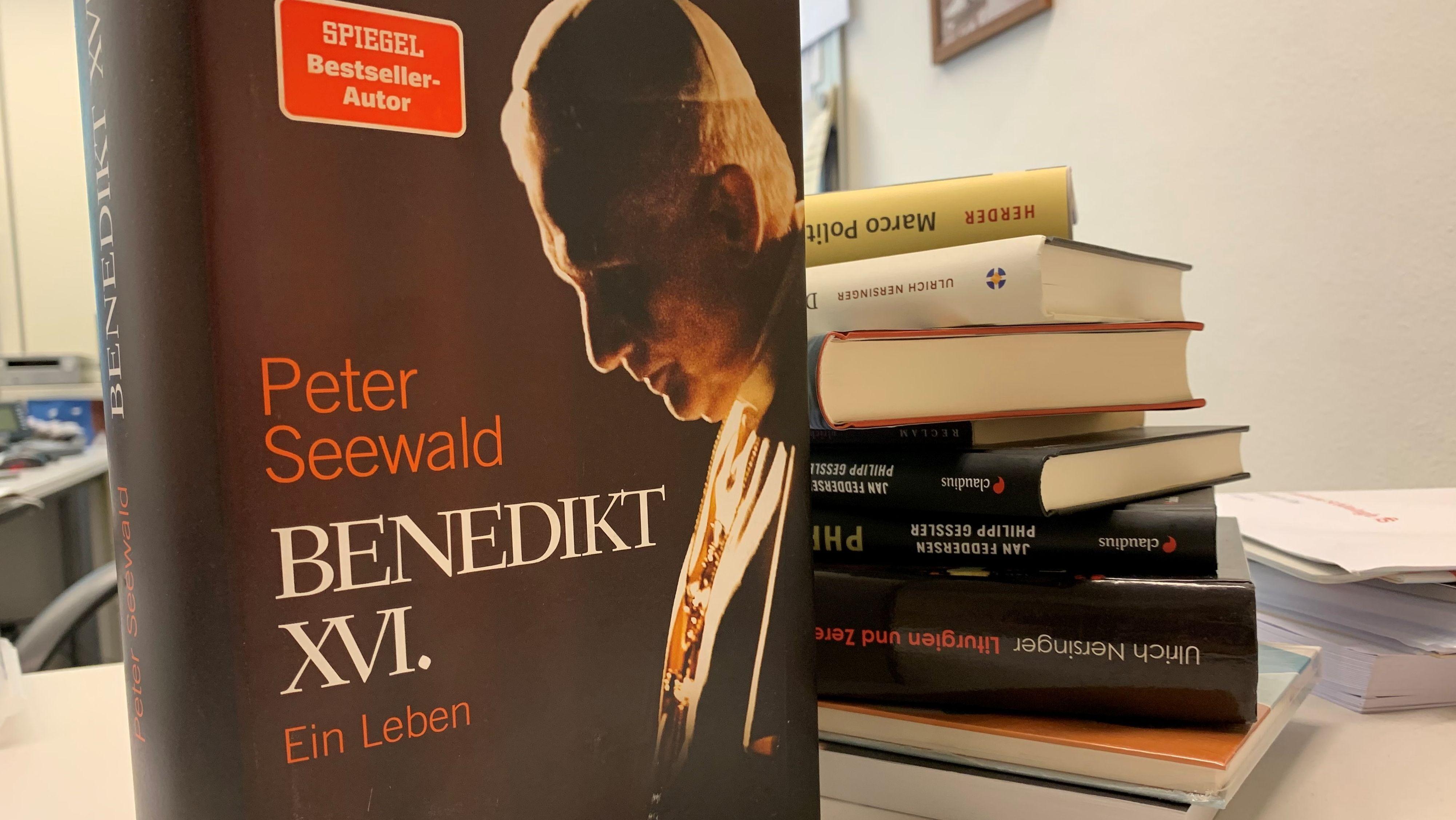 1.152 Seiten umfasst die neue Benedikt-Biografie von Peter Seewald.