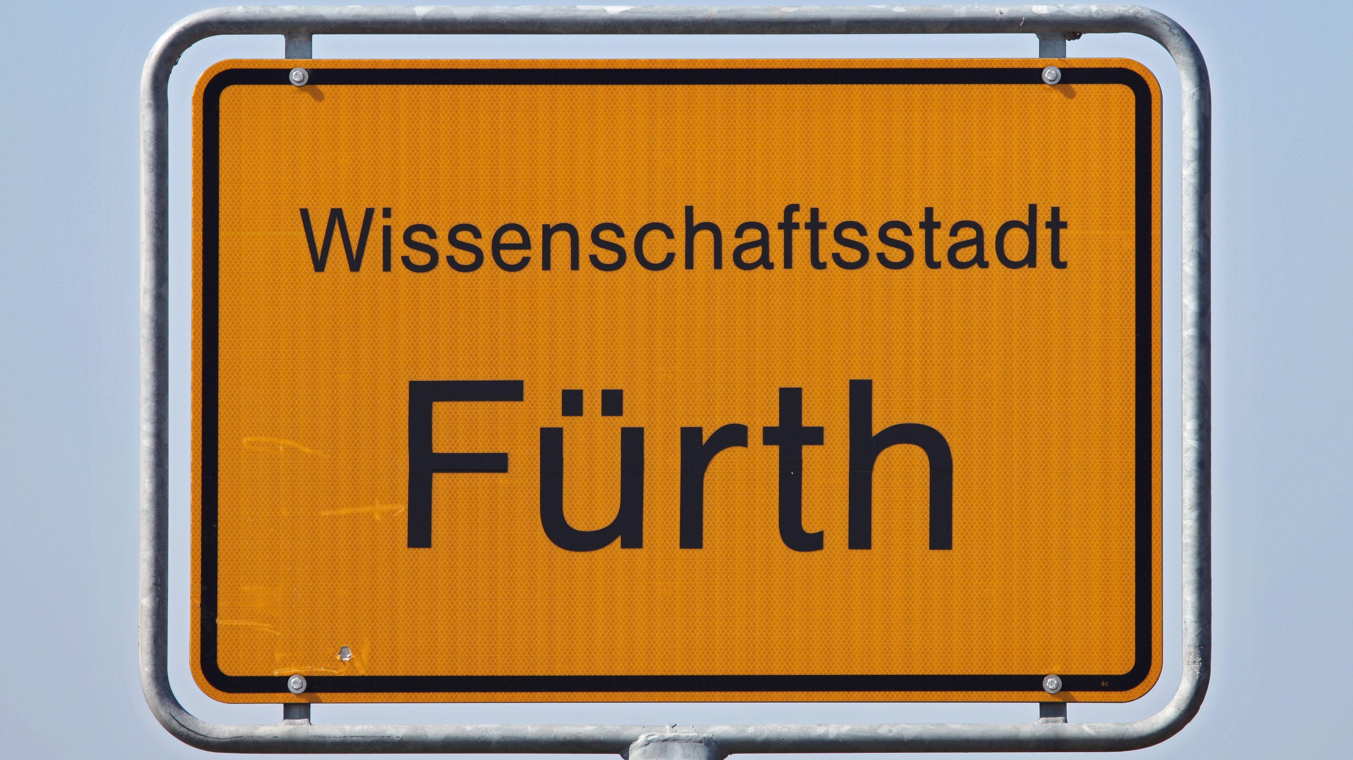 Das Ortsschild der Stadt Fürth in Bayern