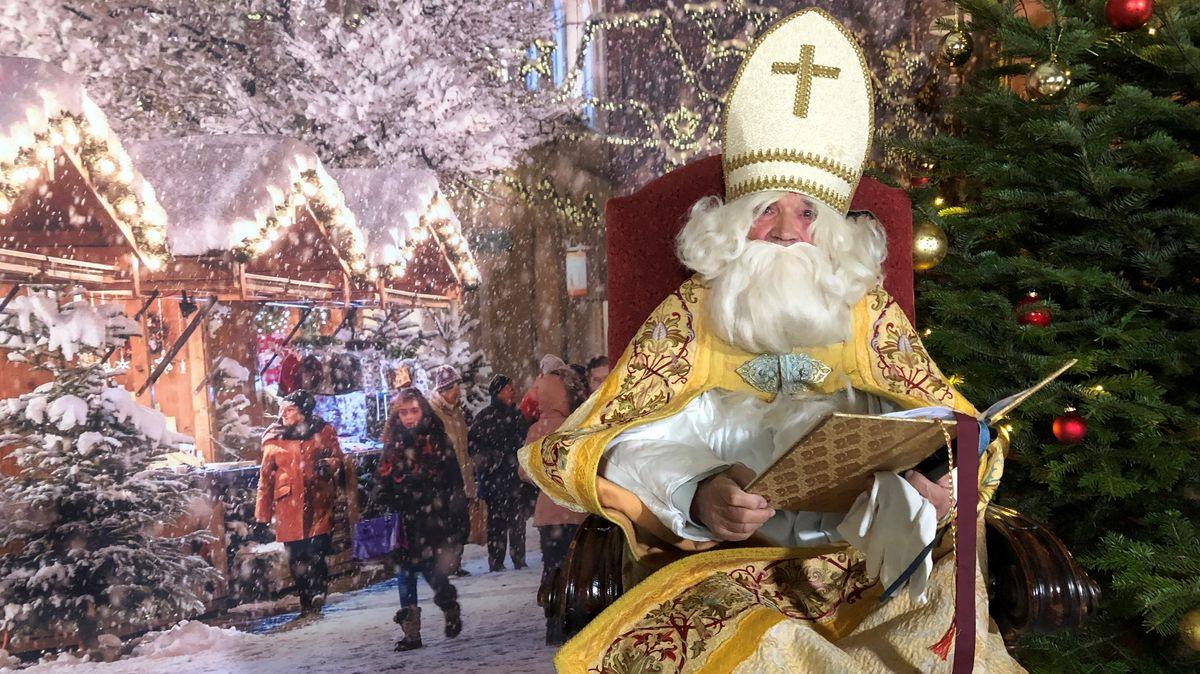 Online Adventsmarkt in Traunstein mit Nikolaus und Buden im virtuellen Schneegestöber