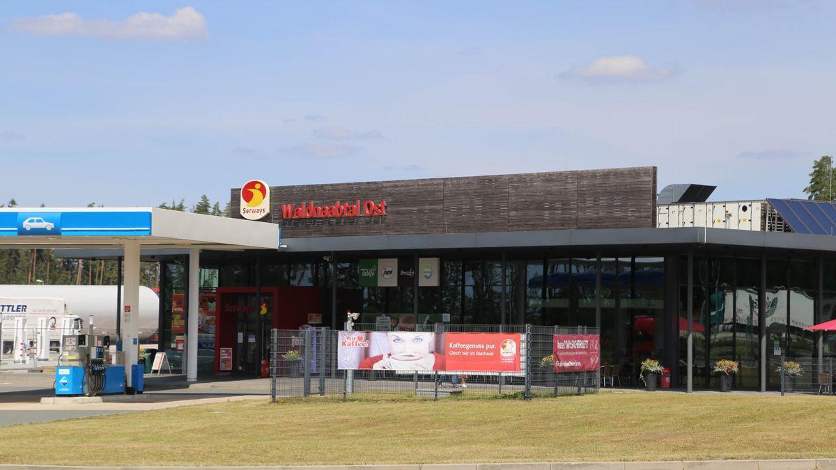 Die Tankstelle an der A93-Raststätte Naabtal Ost, Lkr. Neustadt an der Waldnaab