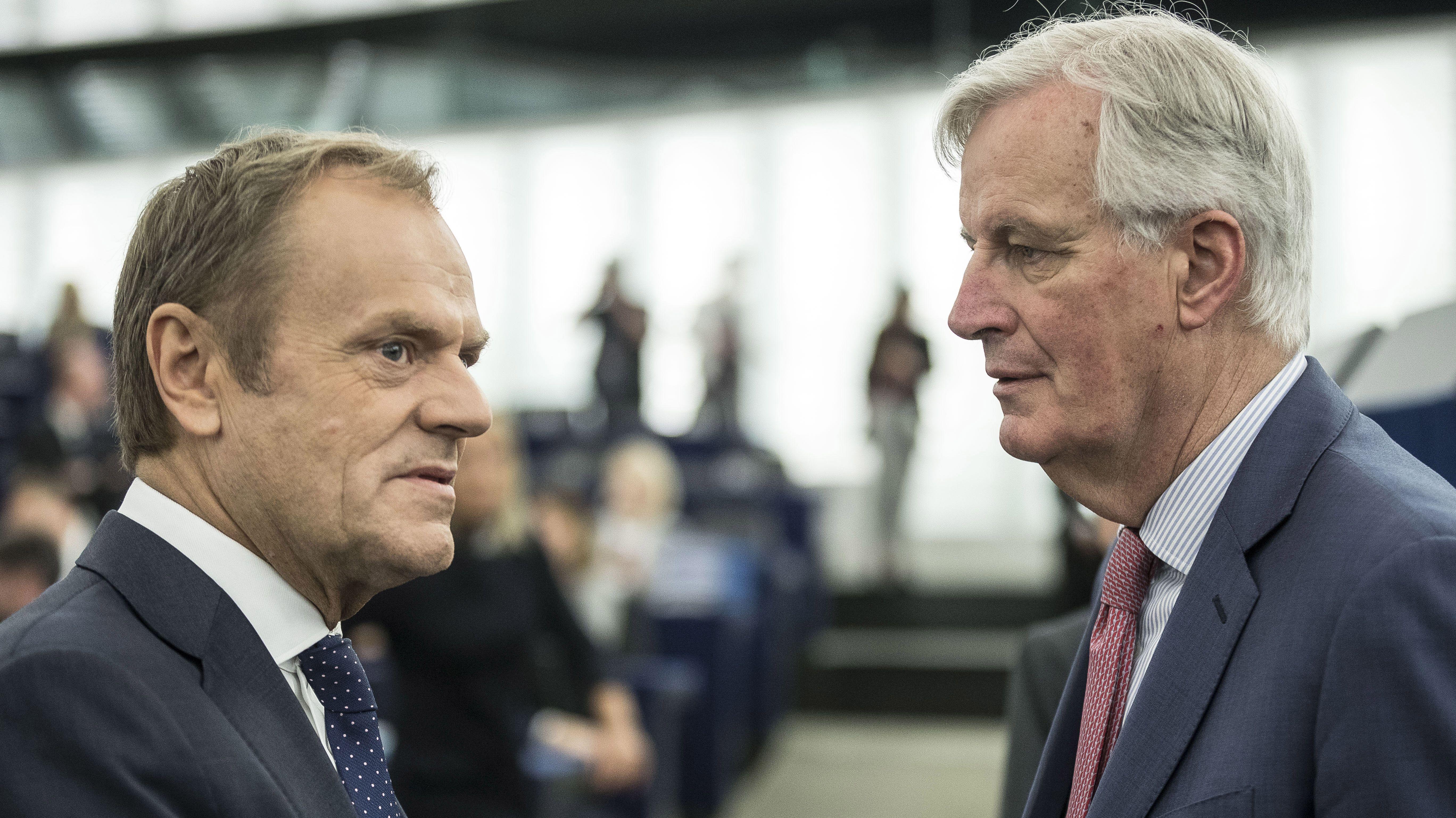 EU-Ratspräsident Donald Tusk und Chefunterhändler Michel Barnier im Gespräch