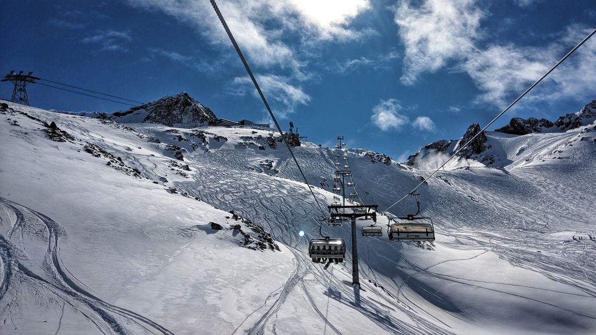 Sessellift am Stubaier Gletscher in Tirol
