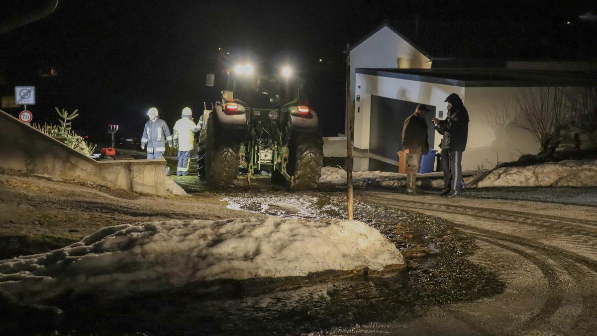 In Sonnen im Landkreis Passau haben sich 10.000 Liter Gülle verteilt.