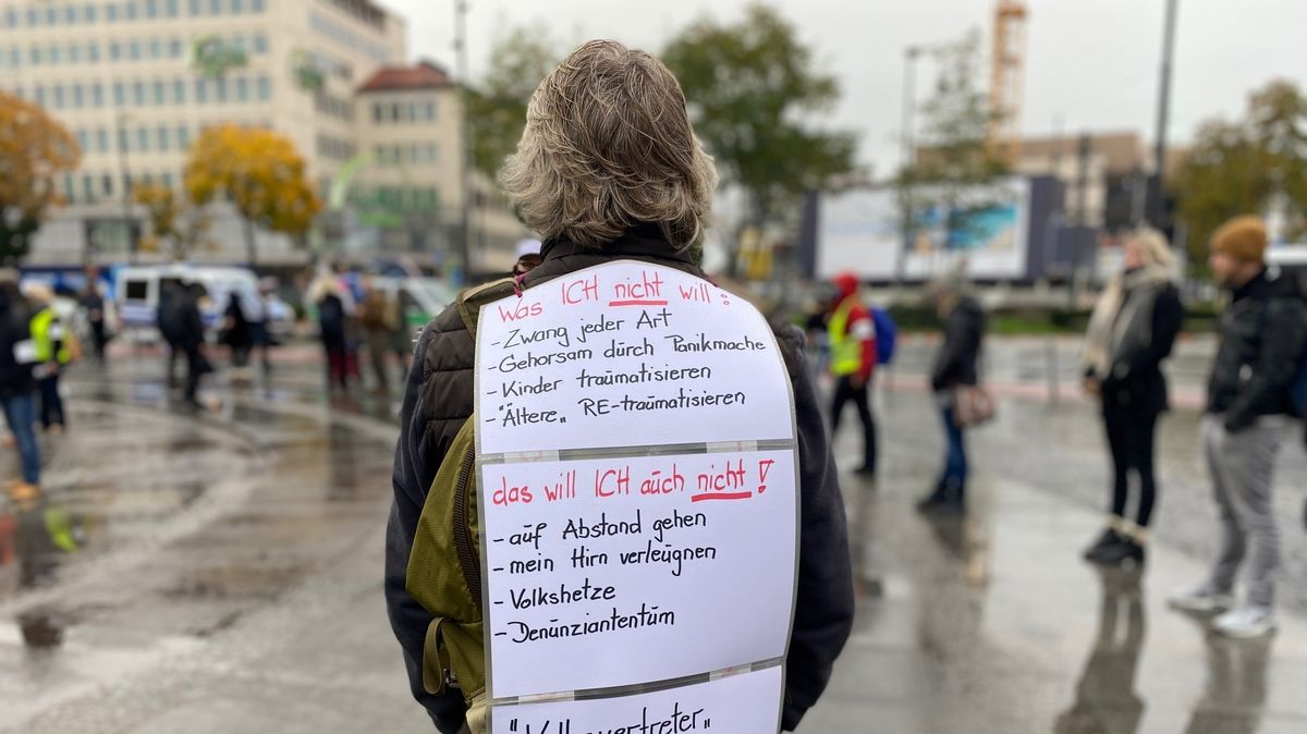 Demonstranten protestieren in München gegen die Corona-Maßnahmen