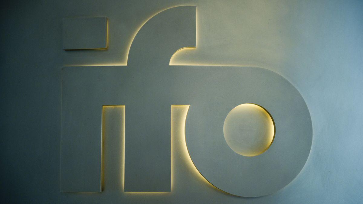 Schriftzug ifo mit Hintergrundbeleuchtung