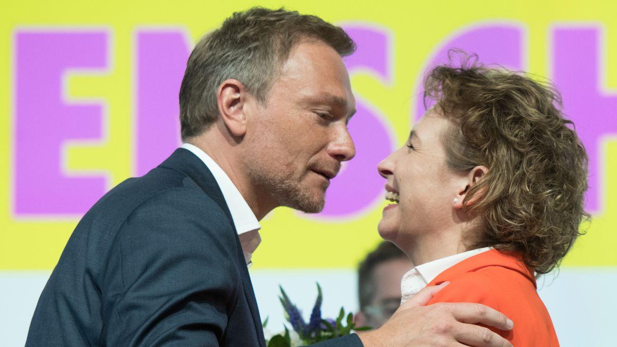 Vor Maskenpflicht und Sicherheitsabstand: Christian Lindner und Nicola Beer beim FDP-Parteitag 2019.