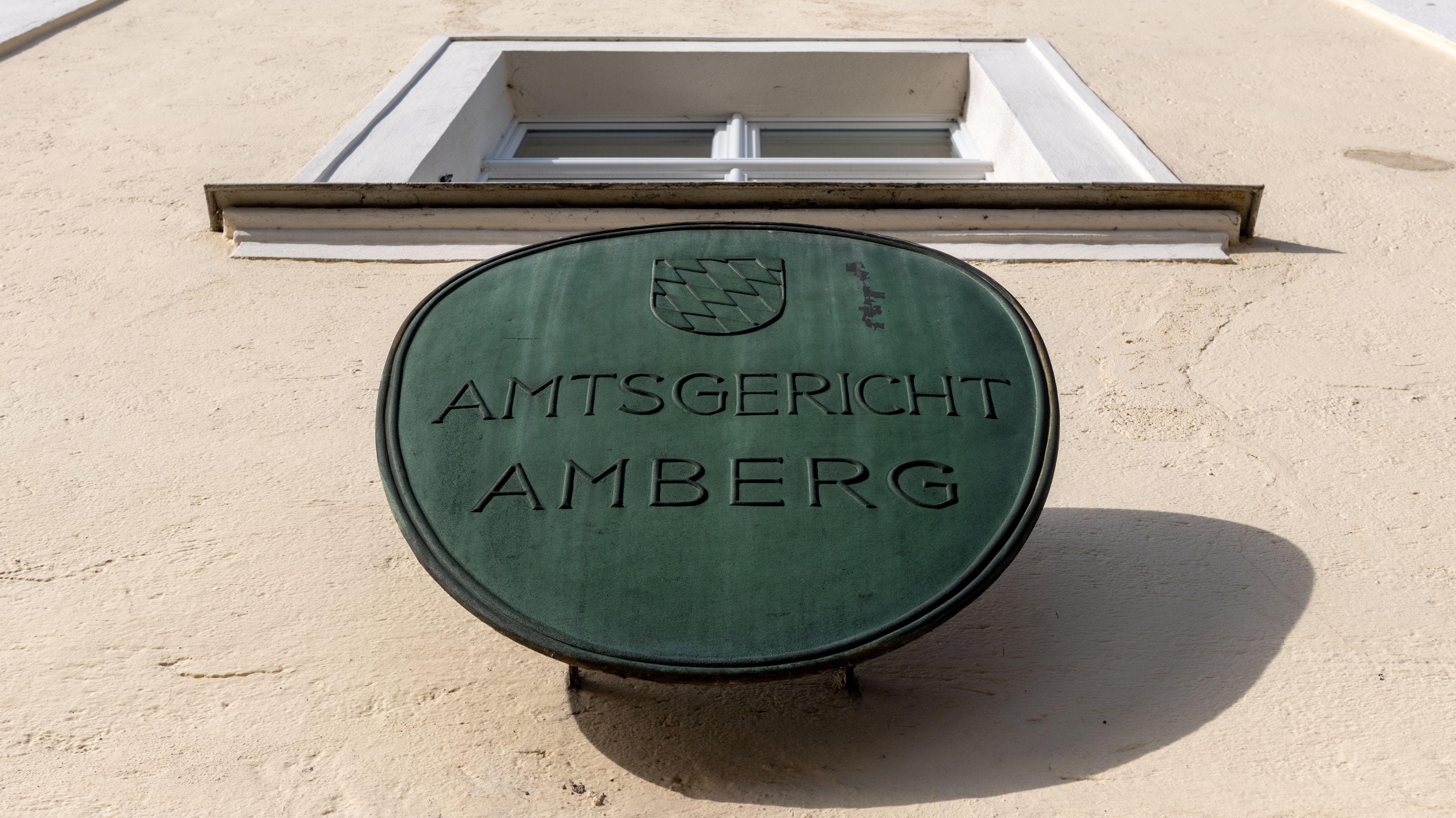 Im Prozess um die Amberger Prügelattacke will das Amtsgericht heute das Urteil verkünden. Auf der Anklagebank sitzen vier Asylbewerber - drei Afghanen und ein Iraner.