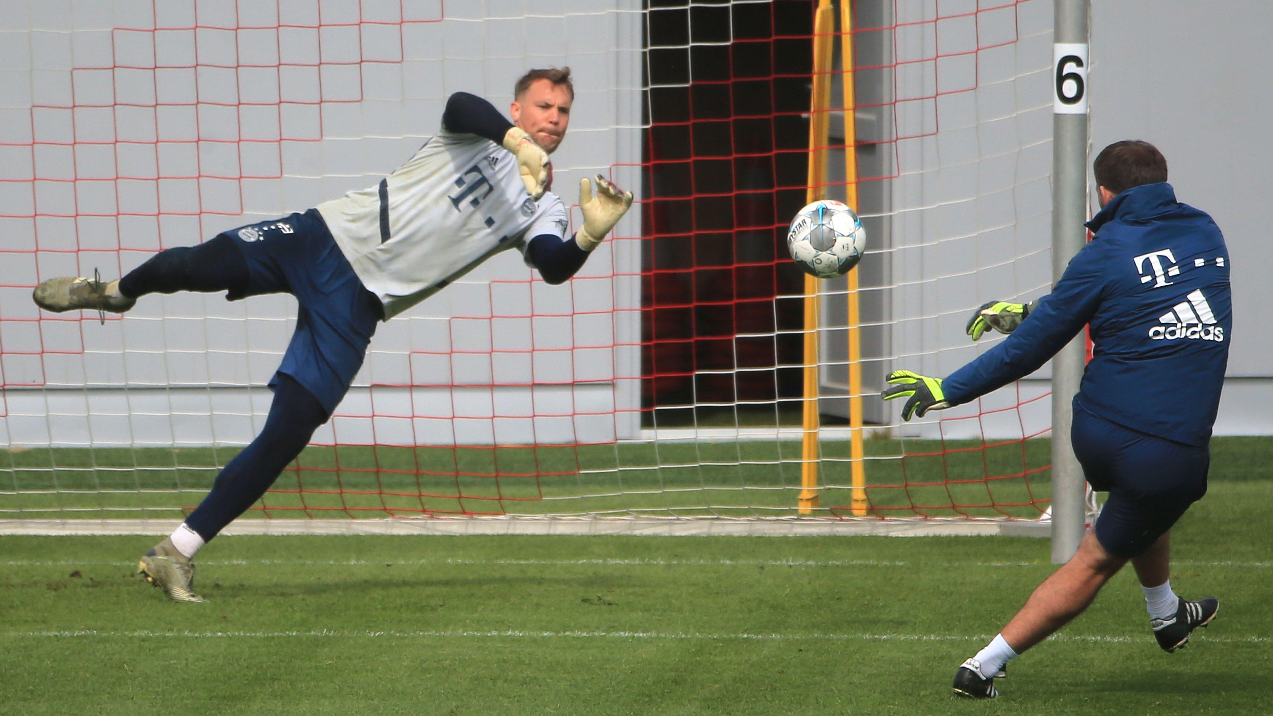 Manuel Neuer und sein Torwarttrainer Toni Tapalovic