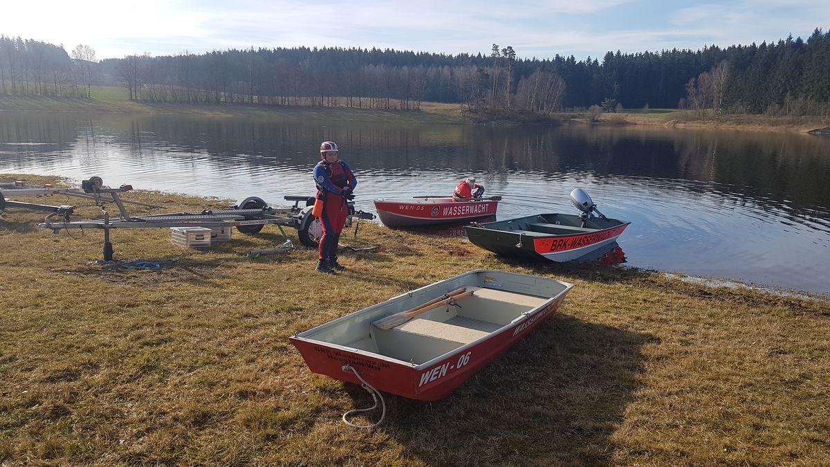 Die Wasserwacht sucht seit dem Morgen den Liebenstein-Stausee nach der Vermisten ab.