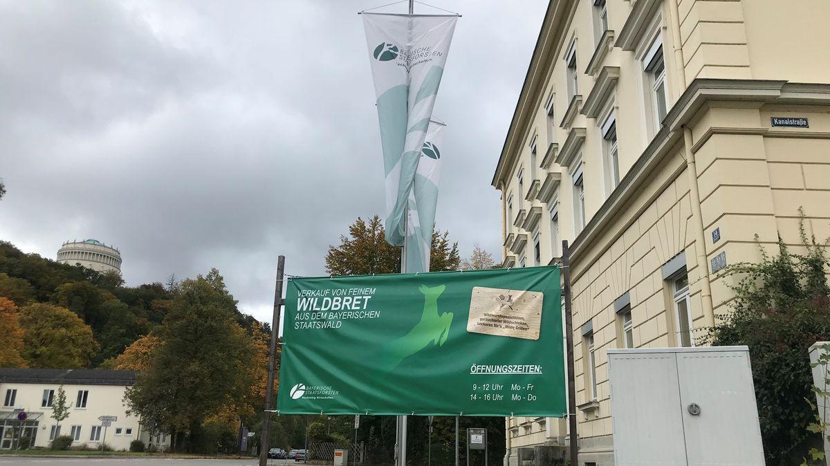 Die Verkaufsstelle ist in der Nähe der Befreiungshalle Kelheim. Deshalb kaufen auch viele Touristen dort ein.