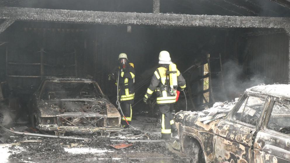 Feuerwehr Königsbrunn bei den Löscharbeiten