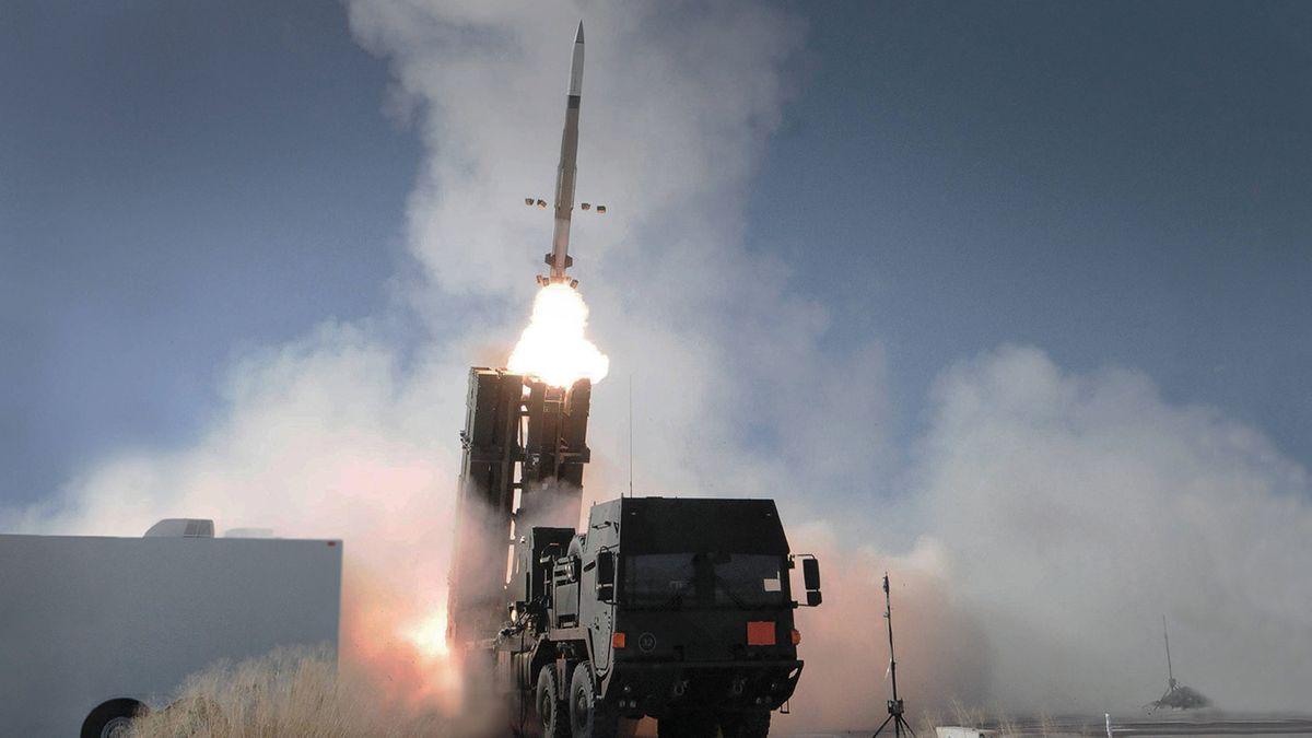 Ein Testschuss des Medium Extended Air Defense System (MEADS) - ein Flugabwehrraketensystem