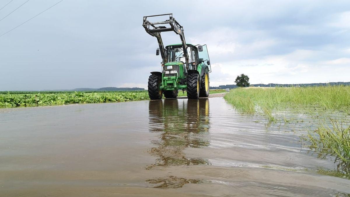 Die Böden können kein Wasser mehr aufnehmen. Alles ist überflutet.