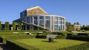 Das Festspielhaus am Forggensee in Füssen   Bild:picture alliance / imageBROKER / Martin Siepmann