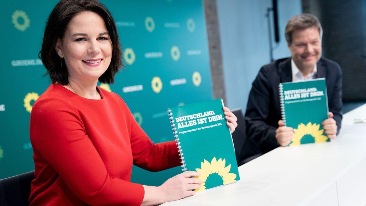 Annalena Baerbock und Robert Habeck, Bundesvorsitzende Bündnis 90/Die Grünen, stellen den Entwurf des Wahlprogramms für die Bundestagswahl vor.