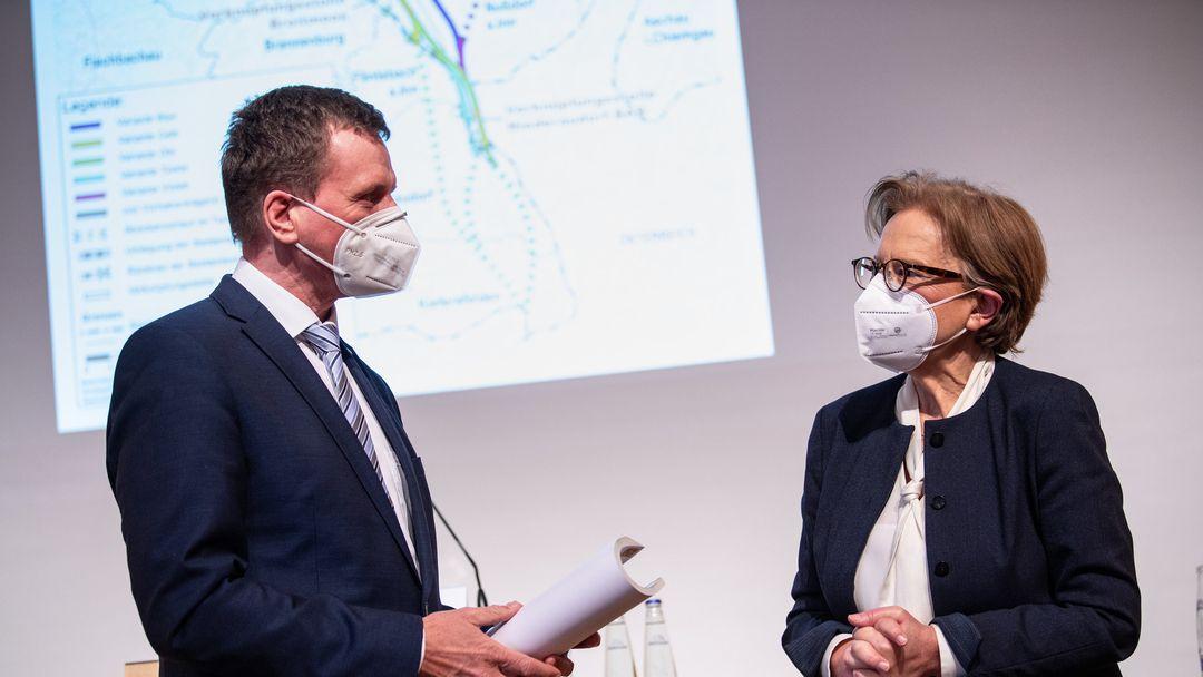 Maria Els, Regierungspräsidentin von Oberbayern, und Klaus-Dieter Josel, Konzernbevollmächtigter der Bahn für Bayern, auf der Pressekonferenz