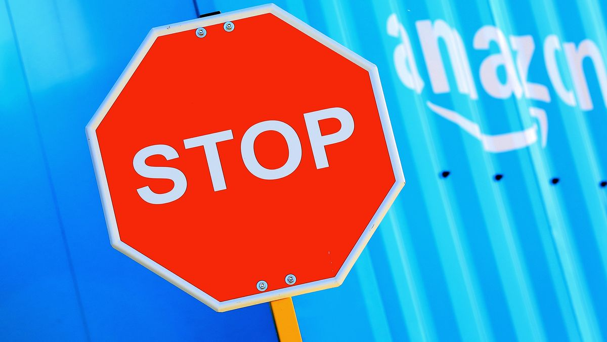Amazon und Stopschild (Symbolbild)