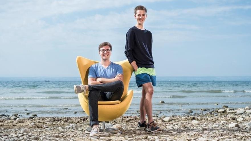 Die Studenten Christian Serrer und David Nelles erklären den Klimawandel