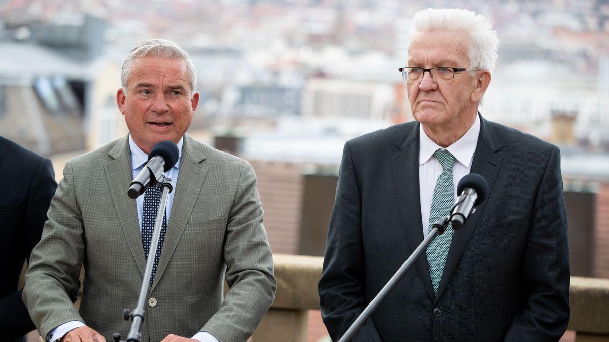 Thomas Strobl (CDU, l.) und Winfried Kretschmann (Grüne) verkünden neue Koalitionsverhandlungen