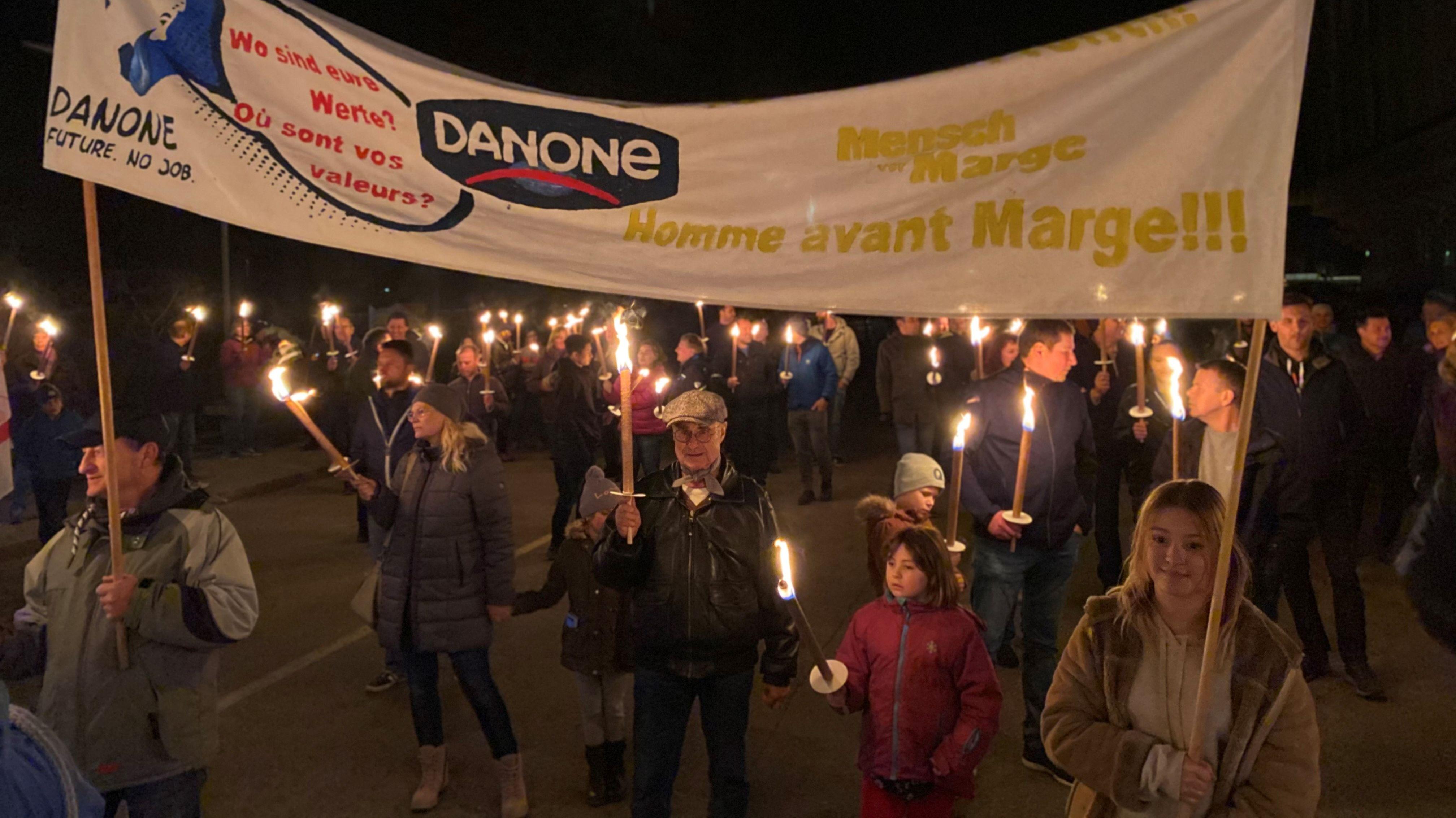 Protestaktion in Rosenheim gegen Schließung des Danone-Werks