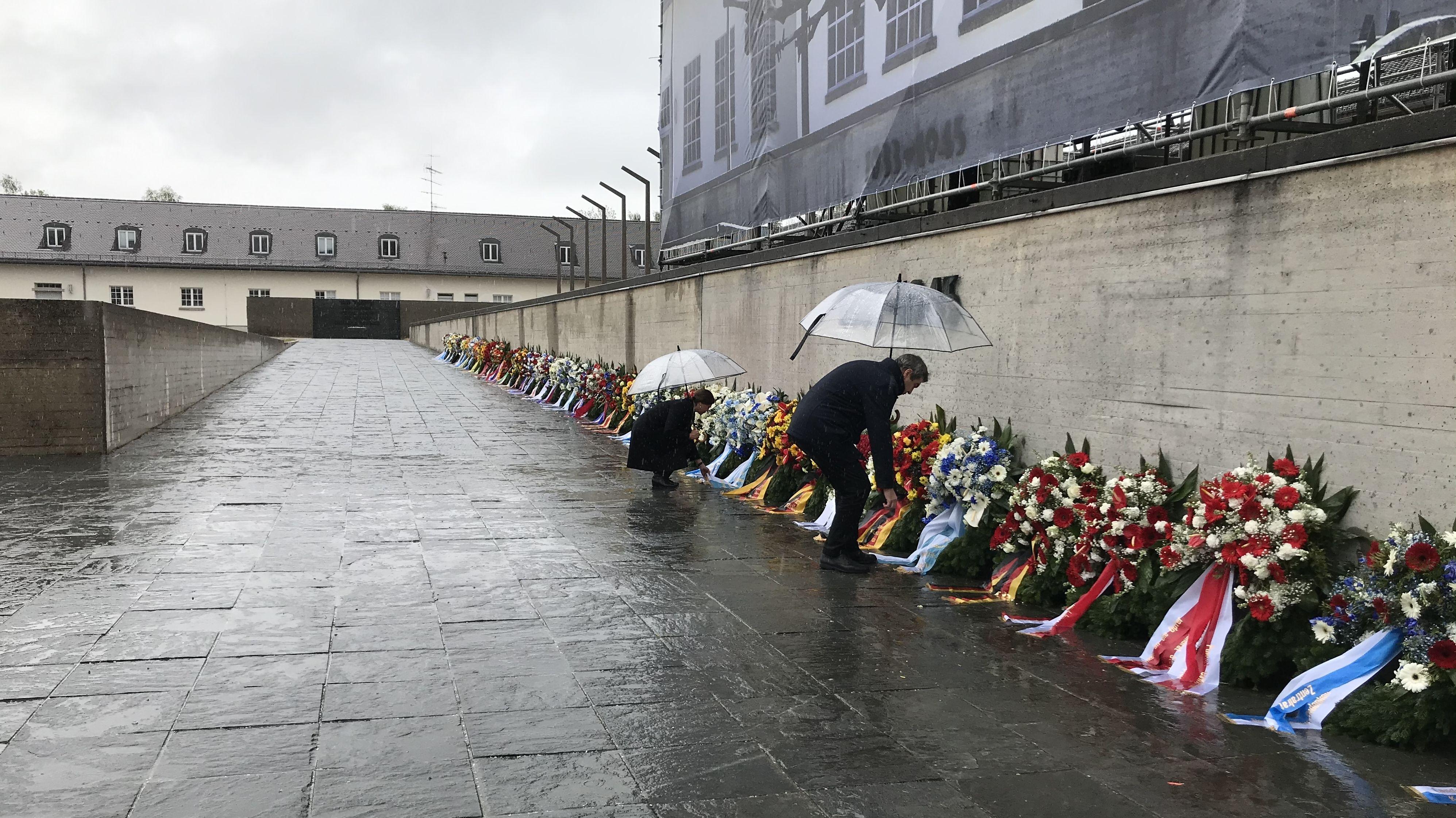 Ministerpräsident Söder und Landtagspräsidentin Aigner legen Kränze nieder