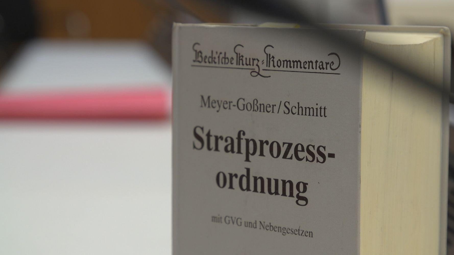 Die Strafprozessordnung im Saal der JVA Stadelheim.