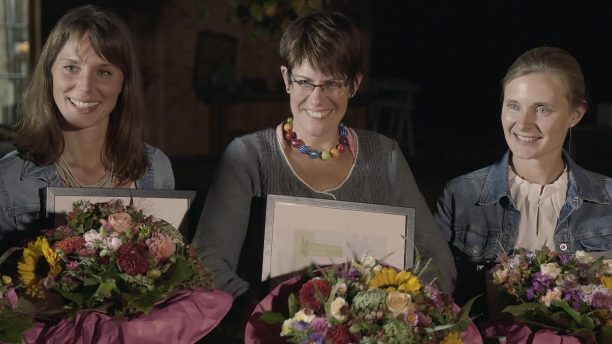 Landfrauenküche: Siegerehrung; v.l.n.r.: Maren Flessenkemper (Siegerin Vorspeise), Ute Leyh (Siegerin Nachspeise und Gesamtsiegerin) und Katarina Stahl