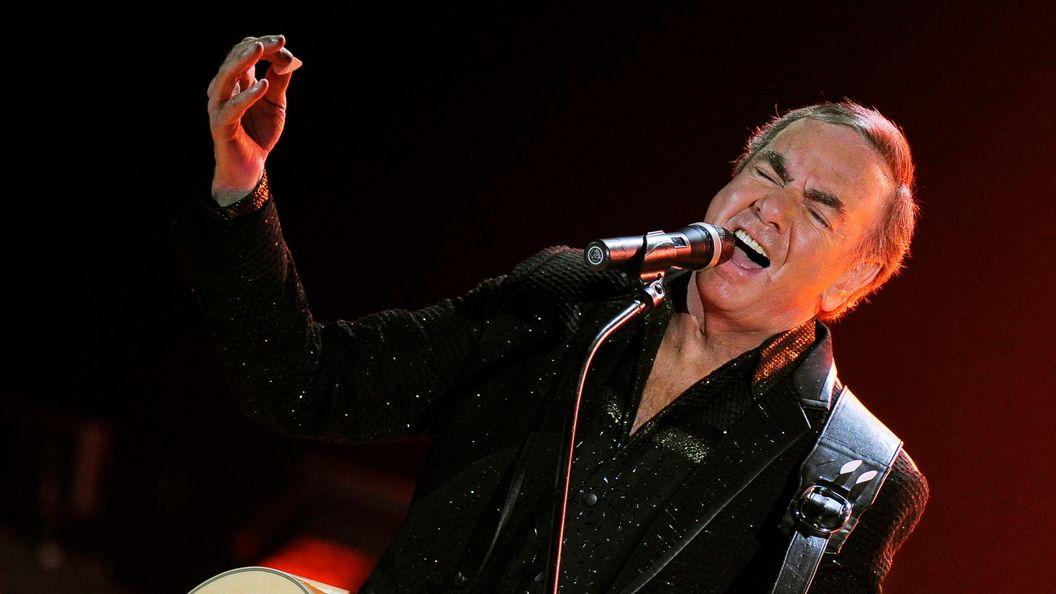 Leidenschaftliches, schmerzerfülltes Gesicht eines Sängers: Neil Diamond