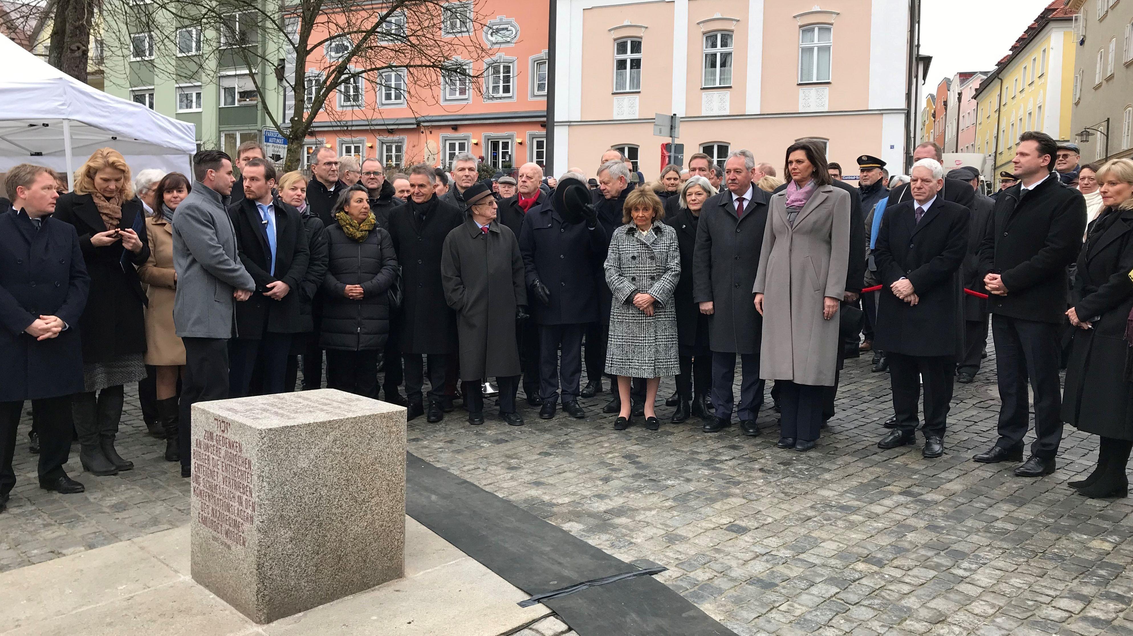 Die geladenen Gäste des Dreiländer-Holocaust-Gedenktags in Passau