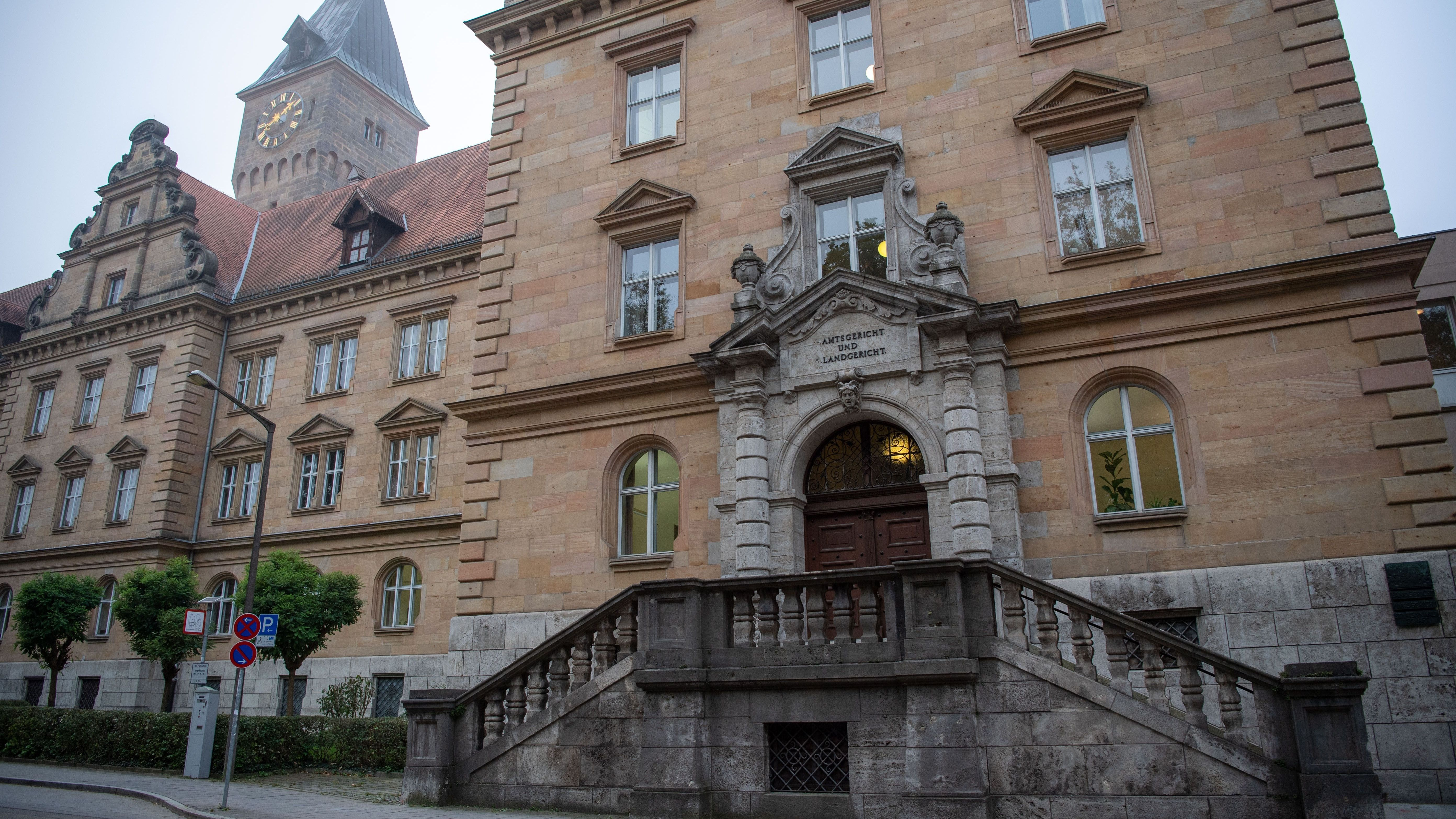 Blick auf das Gebäude des Landgerichts Regensburg
