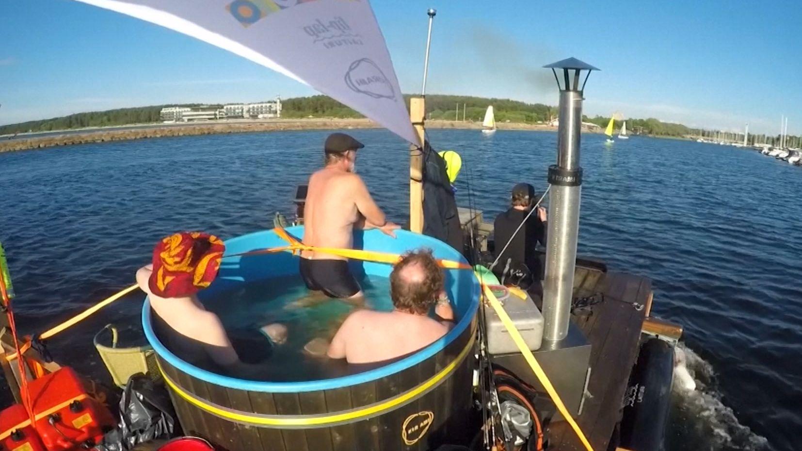 Ein finnischer Erfinder fährt mit einem selbstgebauten Floß von Helsinki nach Tallinn