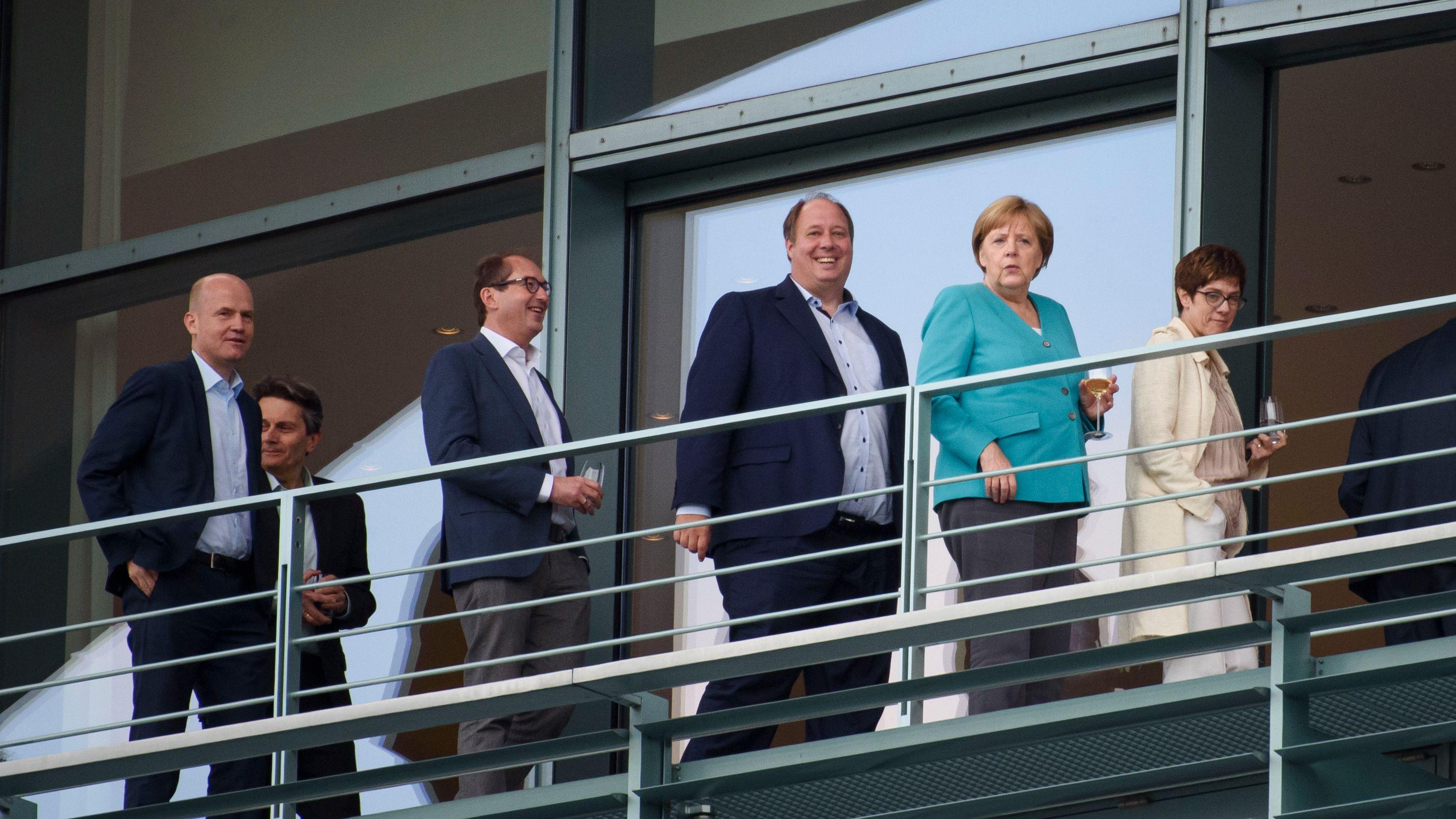 Von links: Ralph Brinkhaus (CDU), Rolf Mützenich (SPD), Alexander Dobrindt (CSU), Helge Braun (CDU), Angela Merkel (CDU), und Annegret Kramp-Karrenbauer (CDU)