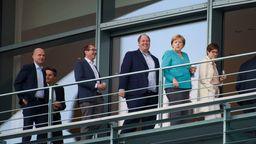 Von links: Ralph Brinkhaus (CDU), Rolf Mützenich (SPD), Alexander Dobrindt (CSU), Helge Braun (CDU), Angela Merkel (CDU), und Annegret Kramp-Karrenbauer (CDU) | Bild:picture alliance/Gregor Fischer/dpa