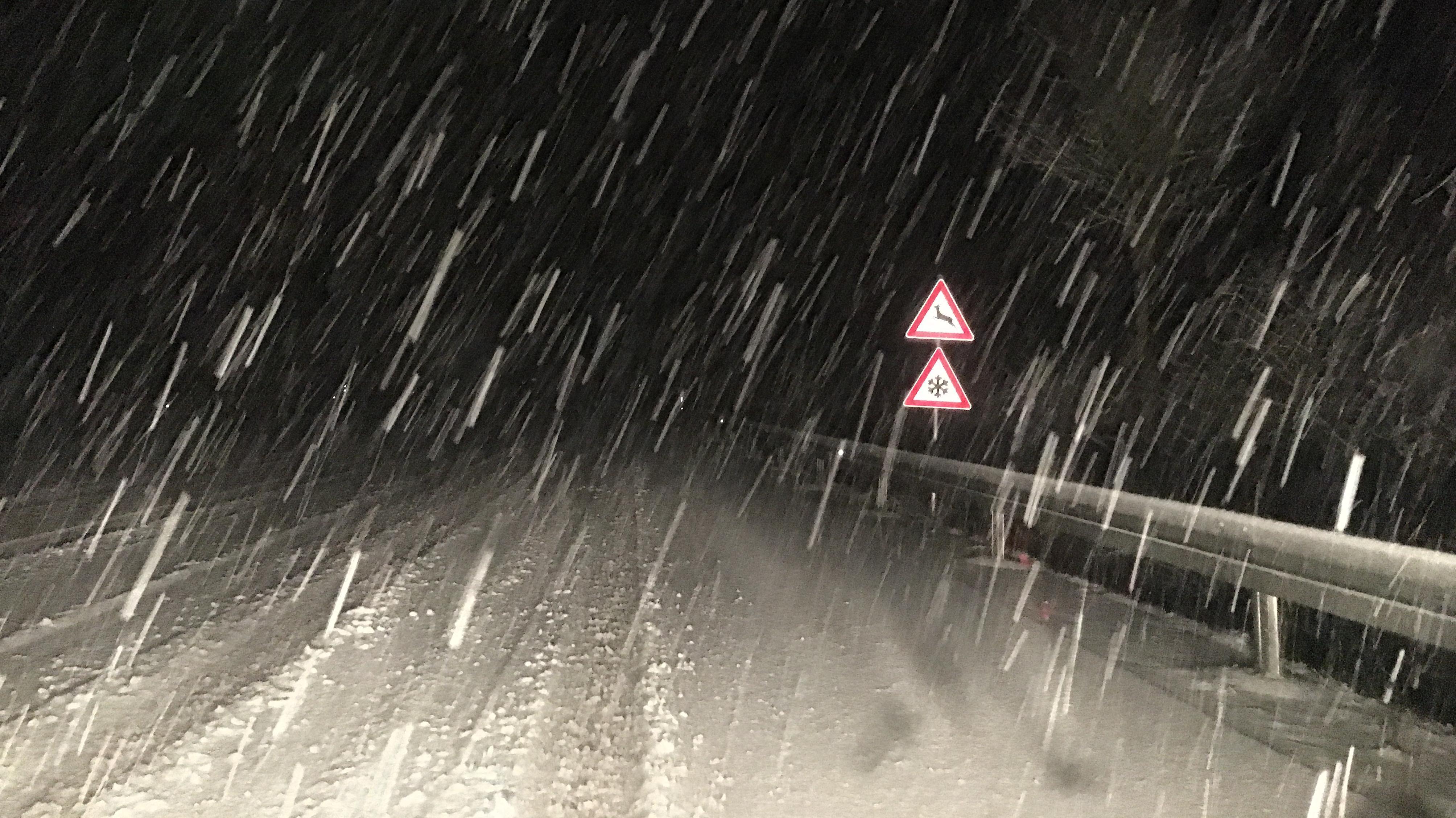 Autofahren war am morgen in manchen Teilen Niederbayerns eine Rutschpartie.