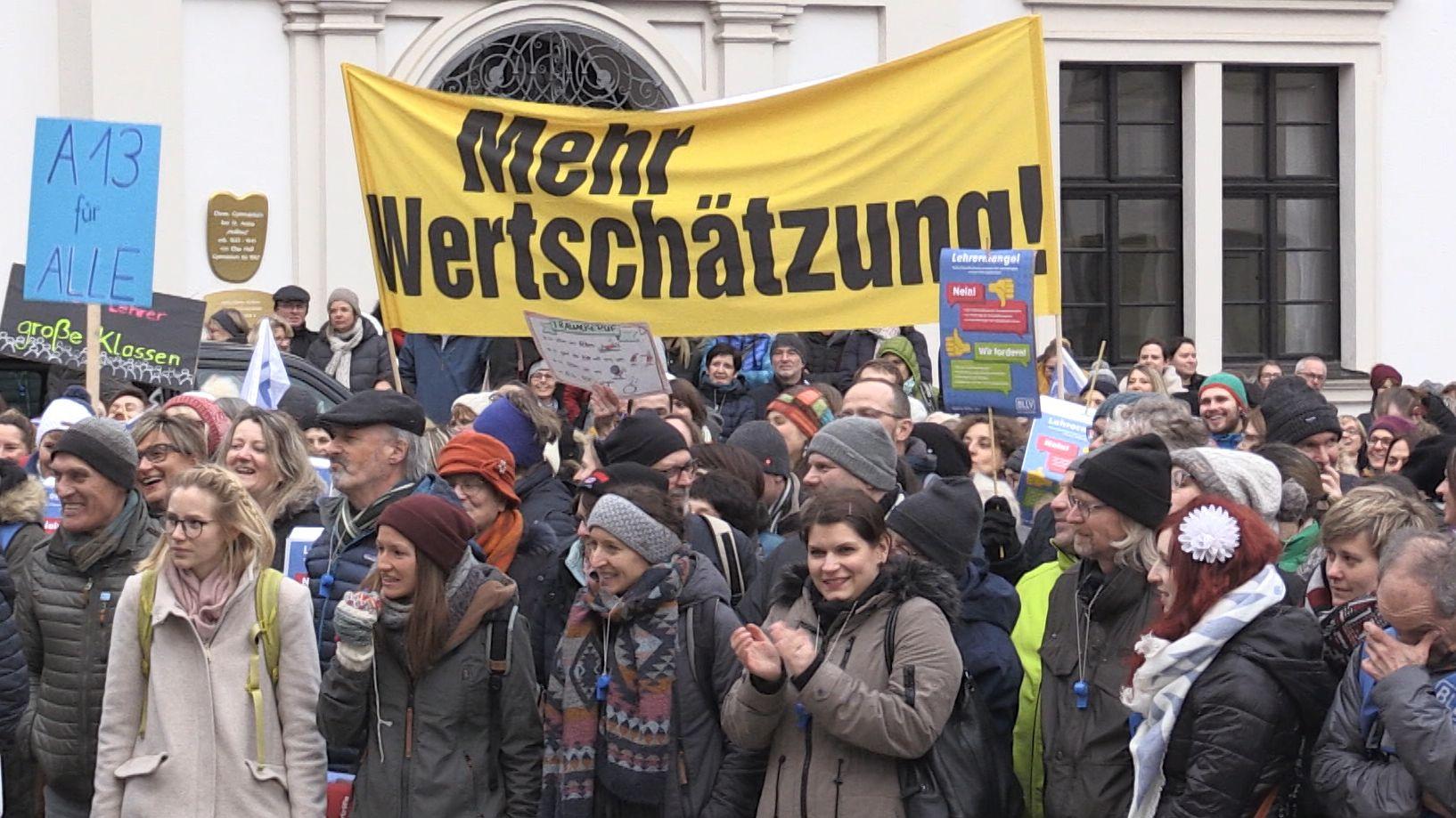 Pädagogen demonstrieren in Augsburg