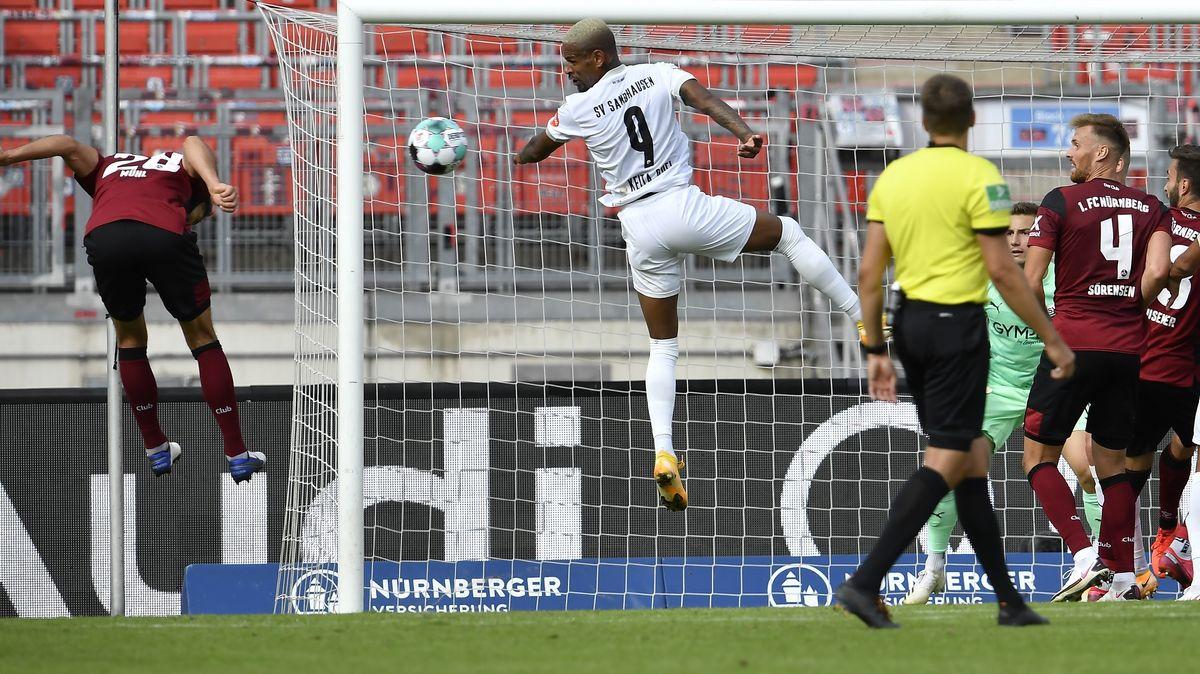 Nürnbergs Lukas Mühl trifft zum 1:0 gegen Sandhausen