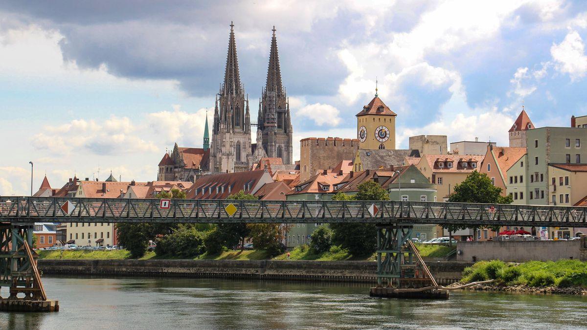 Nur halb so viele Menschen haben in 2020 die Weltkulturerbe-Stadt Regensburg besucht