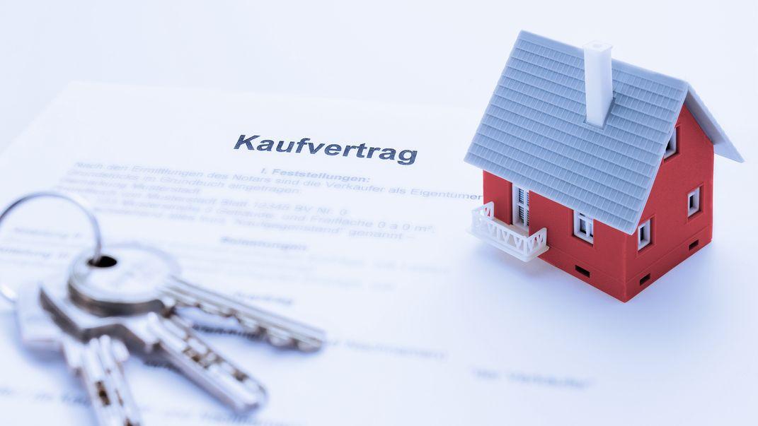 Hausmodell auf Kaufvertrag