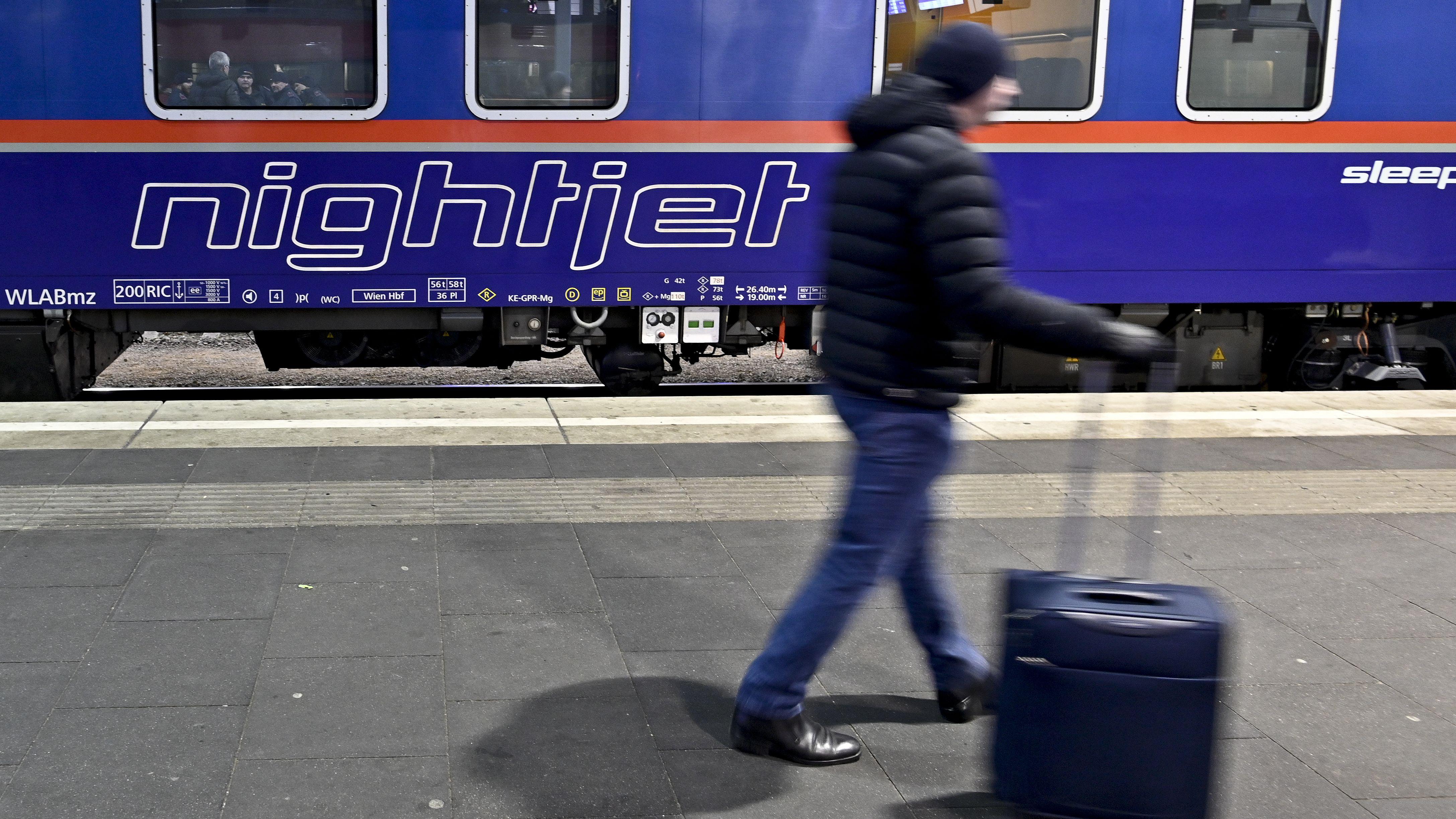Der neue Nightjet vor seiner Abfahrt am Sonntagabend auf dem Wiener Hauptbahnhof. Der Zug verkehrt künftig zweimal pro Woche.