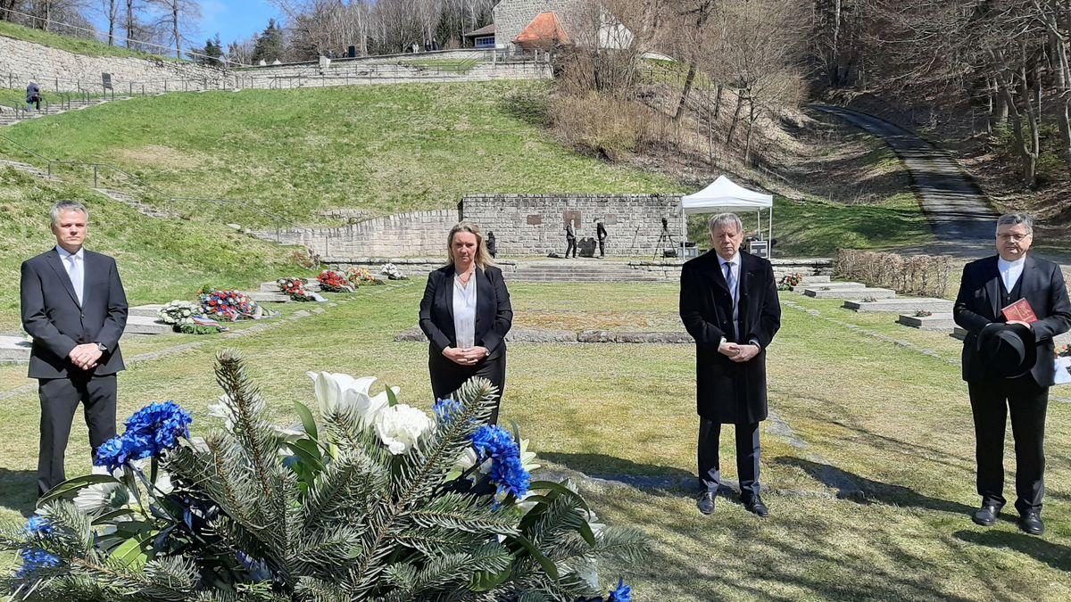 Gedenken in Flossenbürg mit Ministerin Kerstin Schreyer.