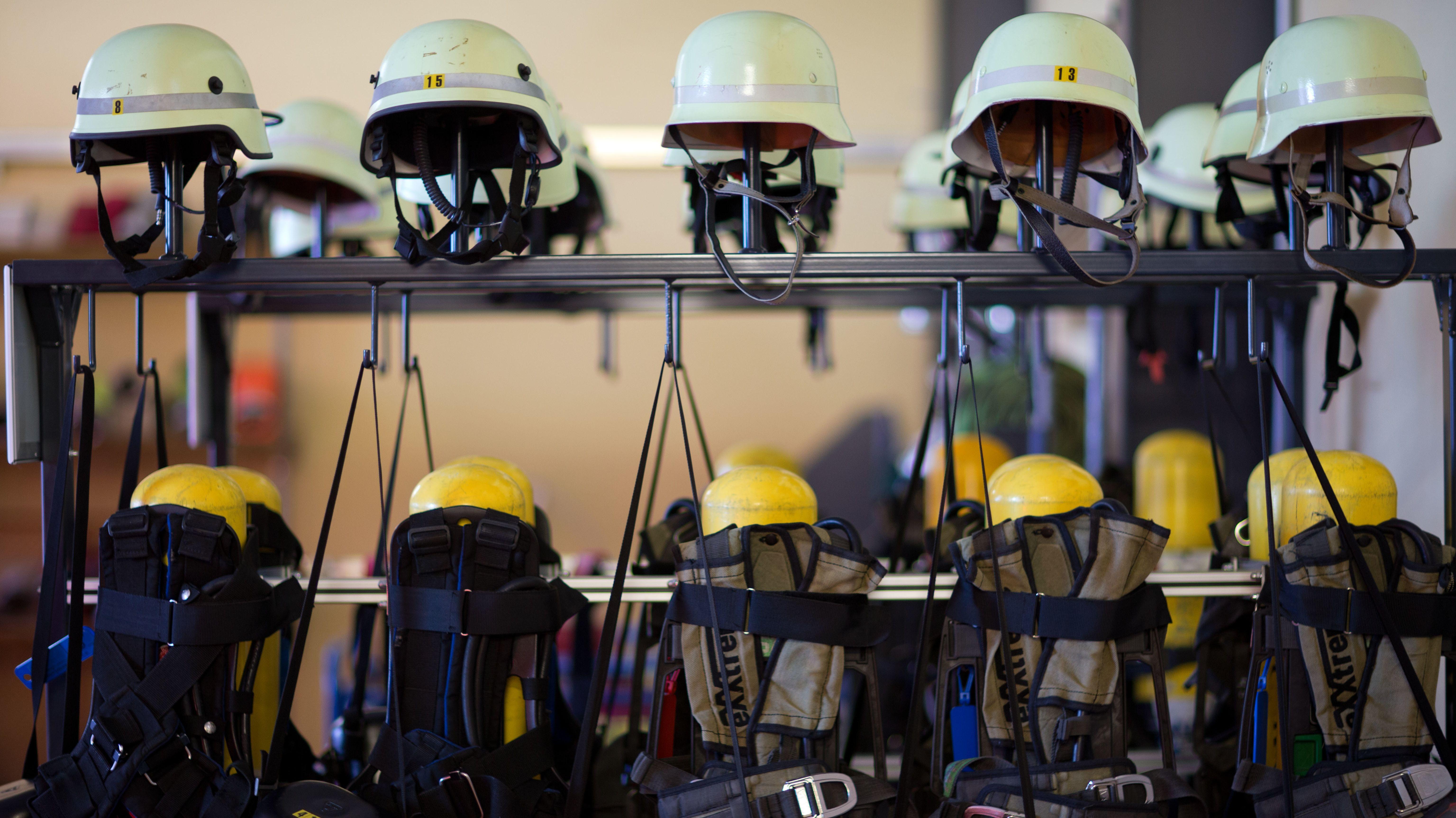 Die Feuerwehrschulen in Regensburg, Würzburg und Geretsried sollen mehr Personal bekommen.