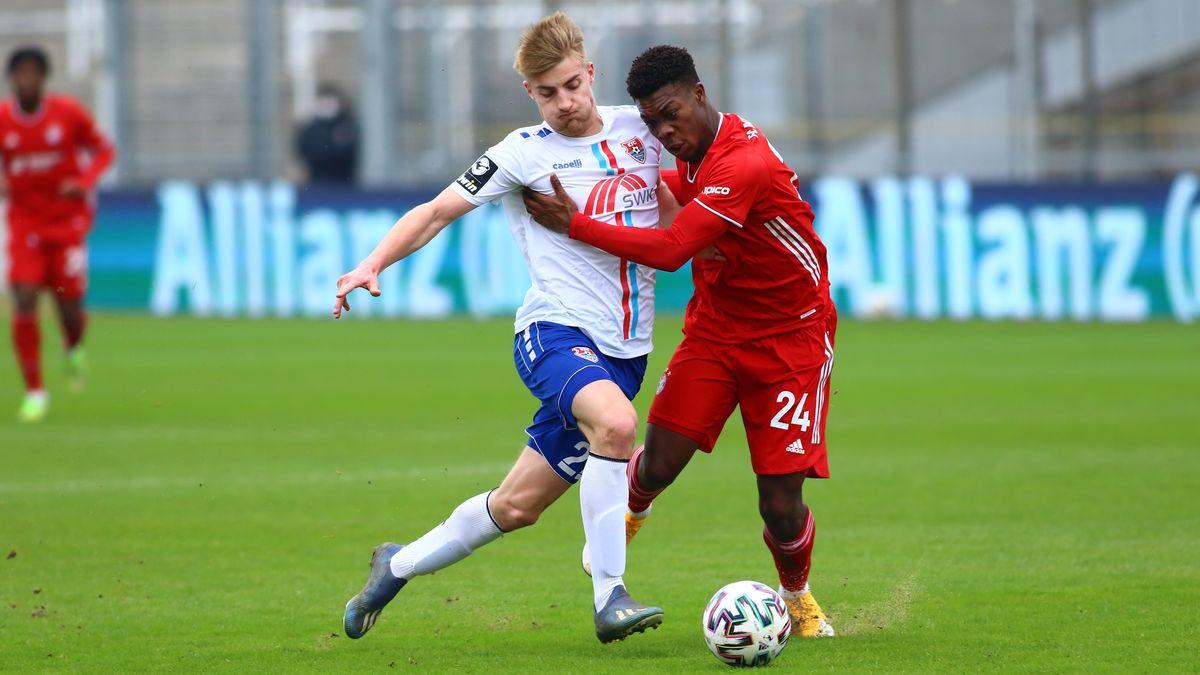 Spielszene FC Bayern II - KFC Uerdingen