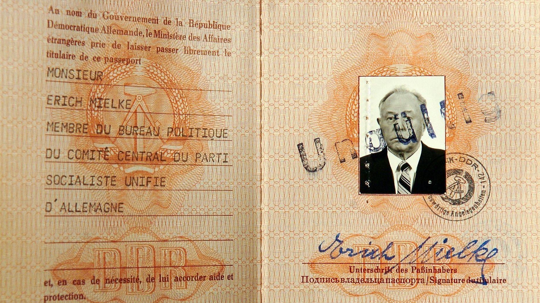Diplomatenpass von Erich Mielke