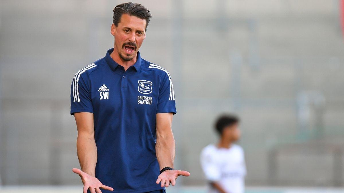 Unterhaching-Trainer Sandro Wagner beim Spiel gegen Burghausen