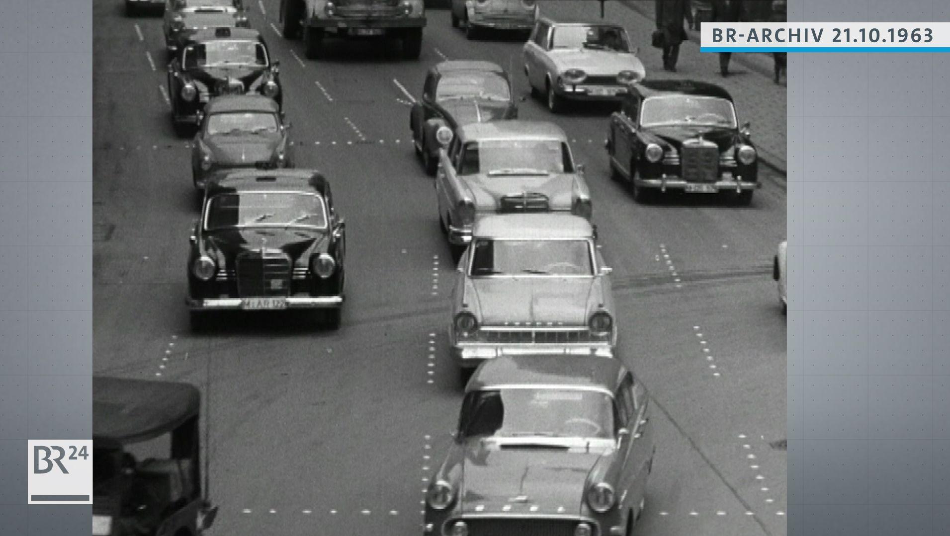 Viele Autos auf der Straße