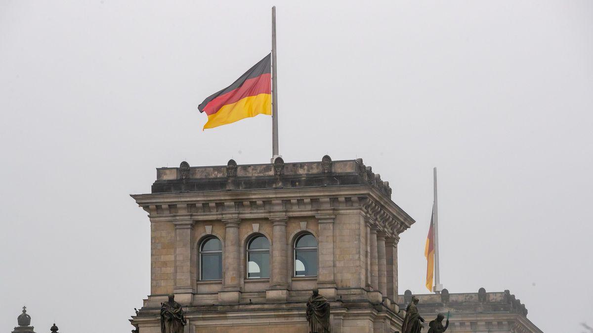 Halbmast-Beflaggung auf dem Berliner Reichstag.