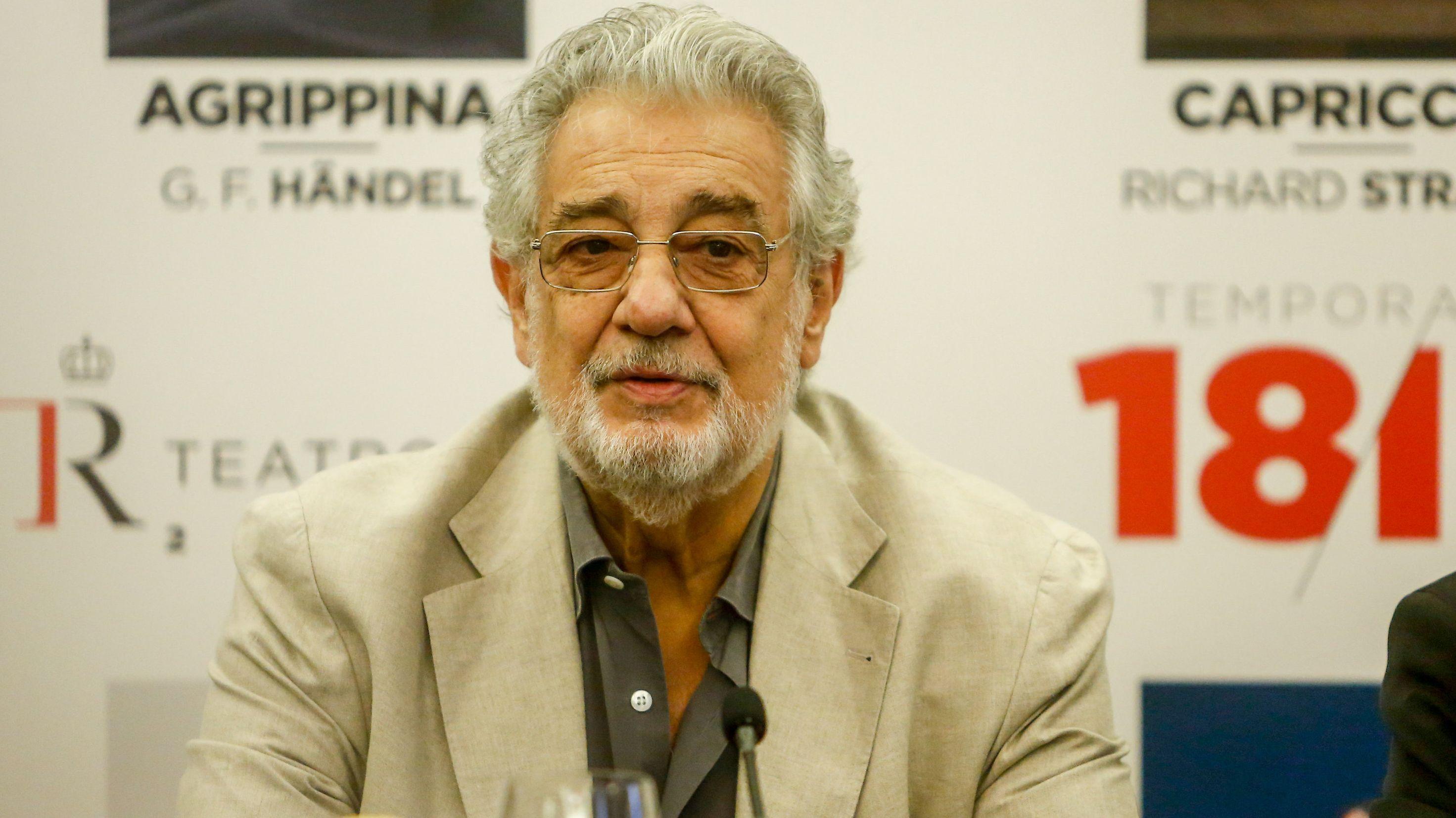 Archivbild: Sänger Plácido Domingo bei einer Pressekonferenz