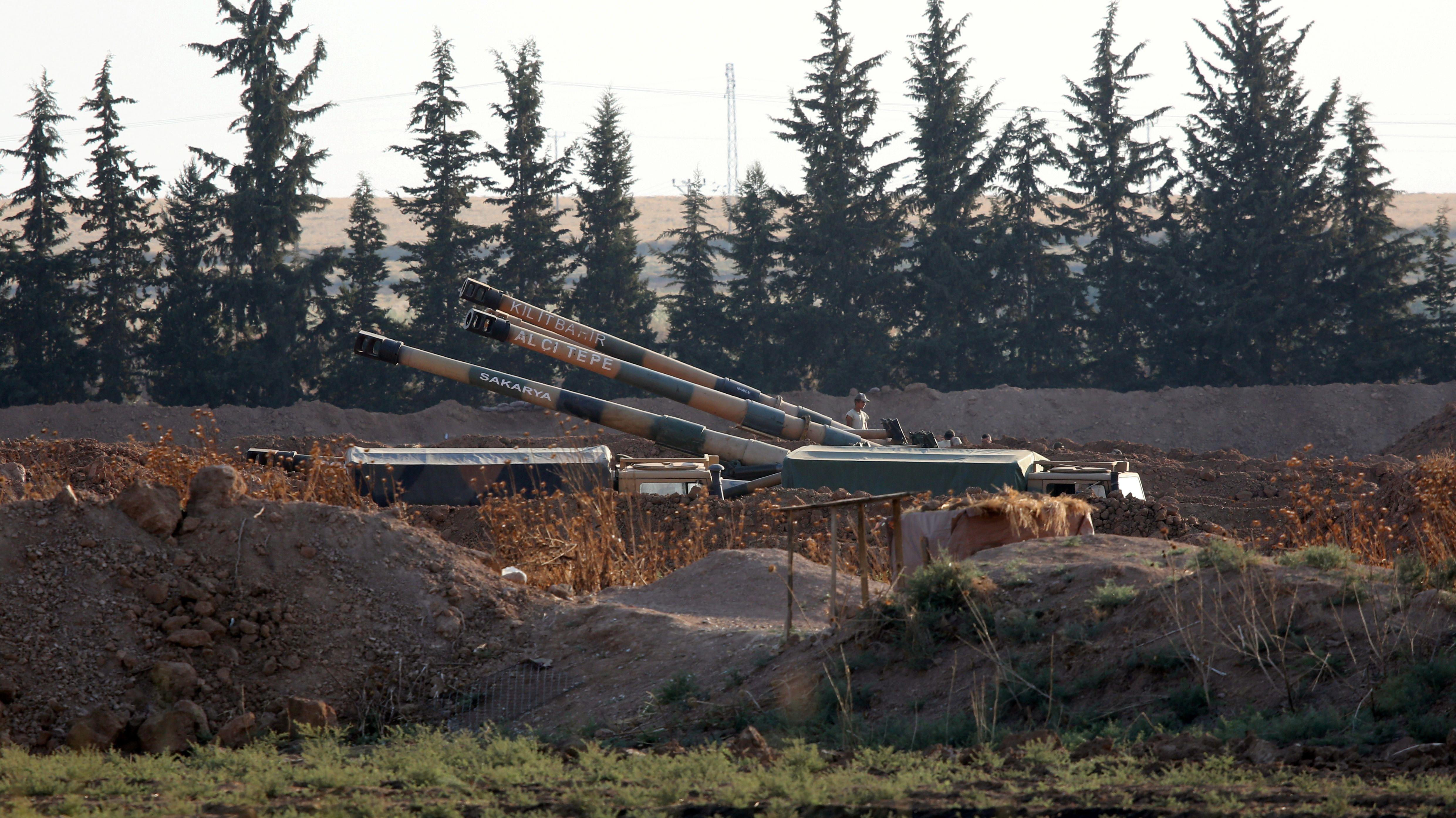 Türkisches Militärgerät an der Grenze zu Syrien