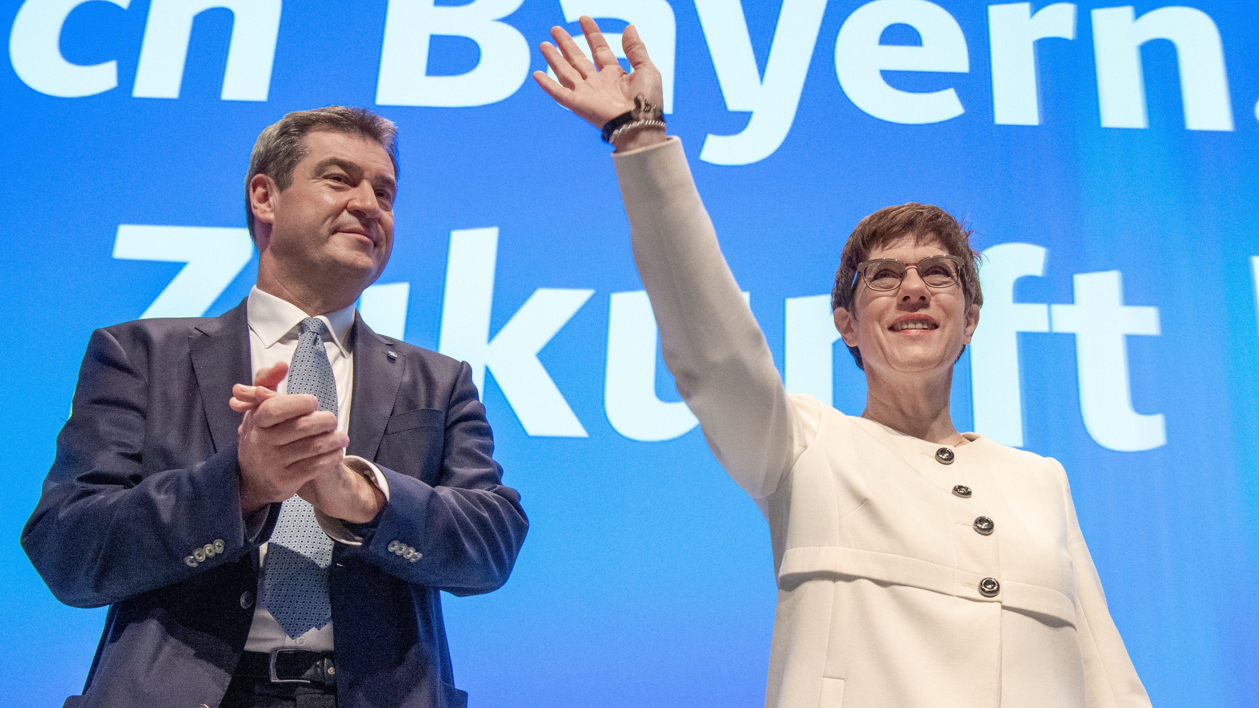 Annegret Kramp-Karrenbauer und Markus Söder am zweiten Tag des CSU-Parteitags in München