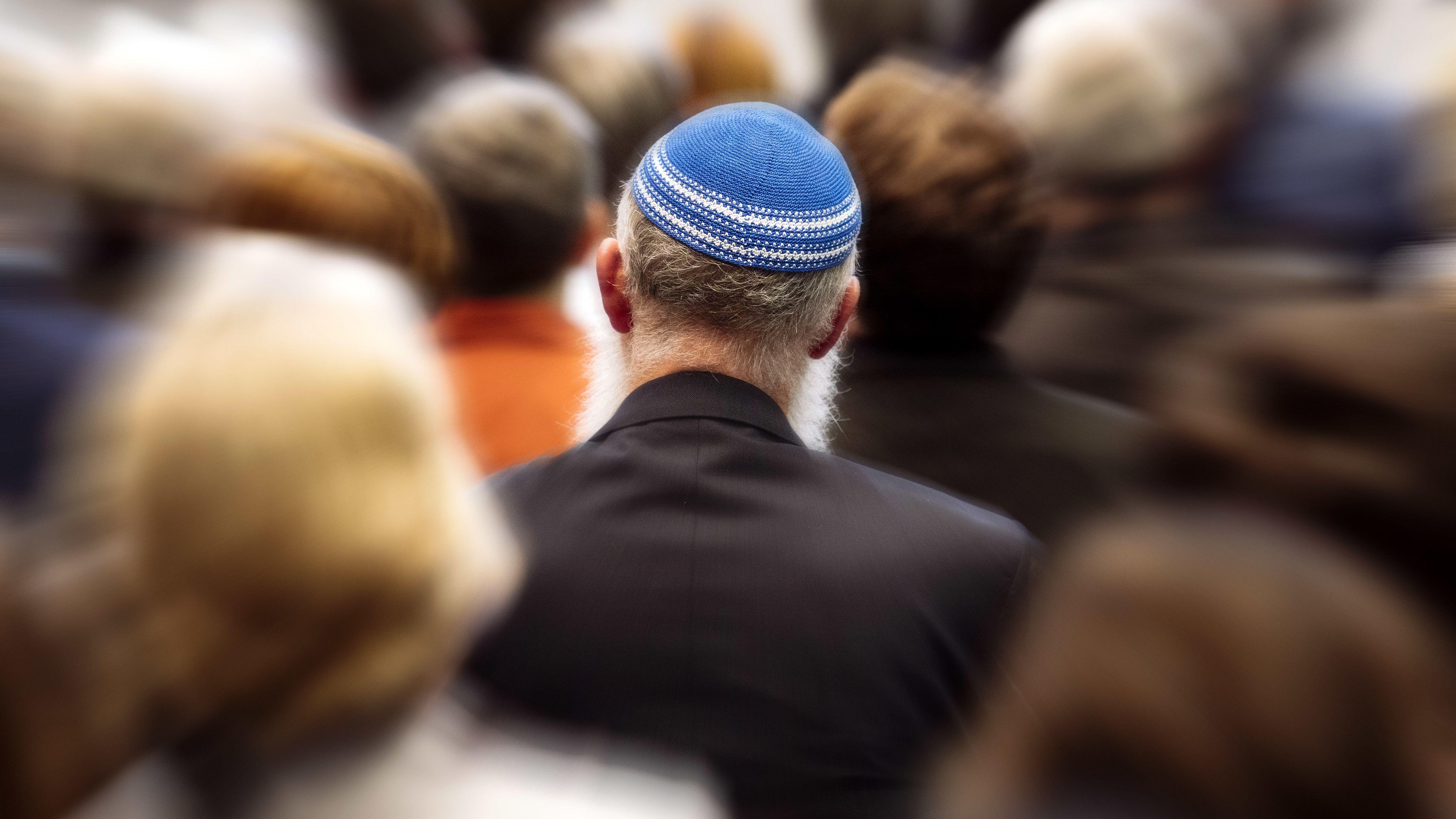 Politiker und Personen des öffentlichen Lebens verurteilten den Angriff in München auf einen Rabbiner und seine beiden Söhne scharf.